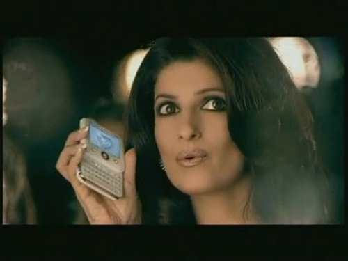 Twinkle-Khanna-Micromax-Mobile-Ad-3