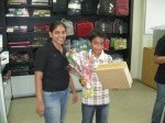 iPad 2 buyers treated with flowers in India!