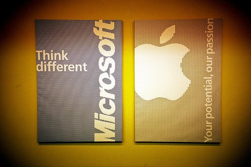Apple vs Microsoft : The big fat infographic