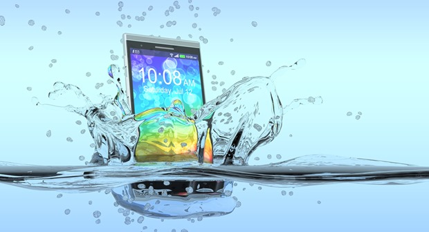 Accidentally Dropped Phone In Water? Worry Not, Here Is What You Need To Do…Quickly