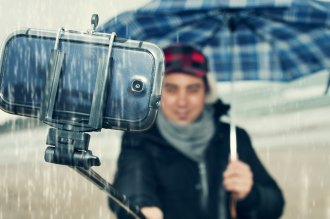 7 Ways To Safeguard Your Smartphone In The Rainy Season.