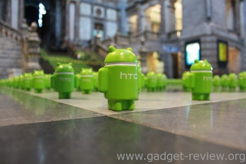 HTC's marketing stunt - A train station filled with Android army